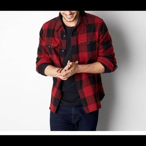 Men's American Eagle Red flannel button shirt